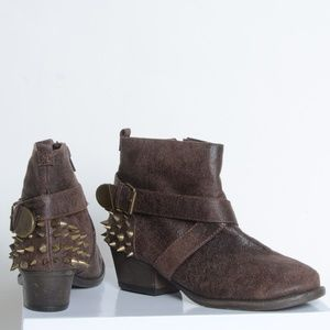 !*Qupid Spiked Ankle Boots